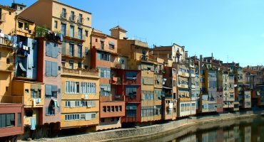 Gerona, the cheapest way to Barcelona