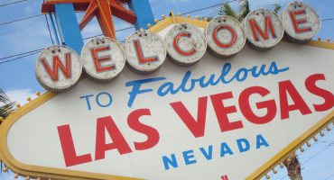 """We're going to Vegas, baby!"" 10 tips for saving big in Vegas"
