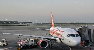 EasyJet to close airport check-in desks