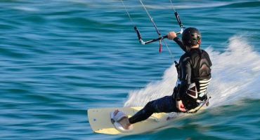 Best places to kitesurf around the world