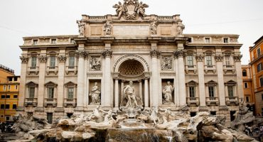 Trevi Fountain restoration doesn't deter tourists