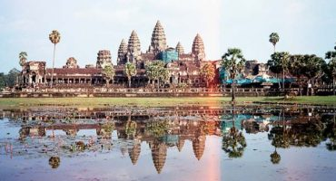 Angkor Wat struggles with nude tourists