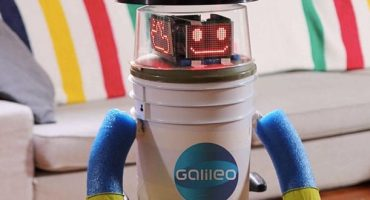 HitchBOT, the hitchhiking robot, loses its head in USA