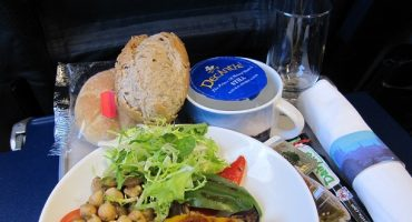 British Airways reduces its in-flight meals service