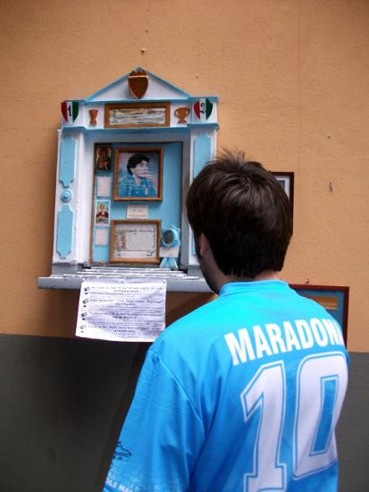 napoles-altar-maradona